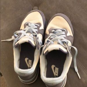 Nike size 7.5M tennis shoes